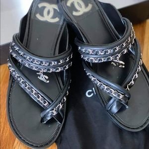 NEW leather summer. C C logo chain thong sandals